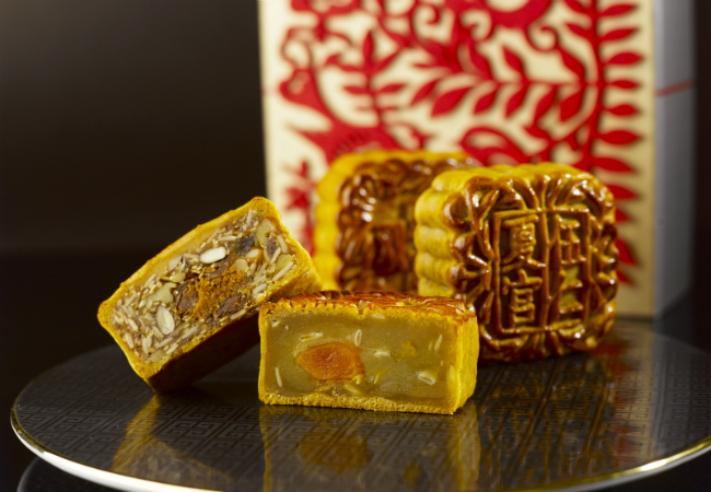 Regent-Singapore-Parma-Ham-Pork-Floss-with-Assorted-Nuts-Mooncake-and-White-Lotus-Paste-with-Single-Yolk-Melon-Seeds-Mooncake-Baked