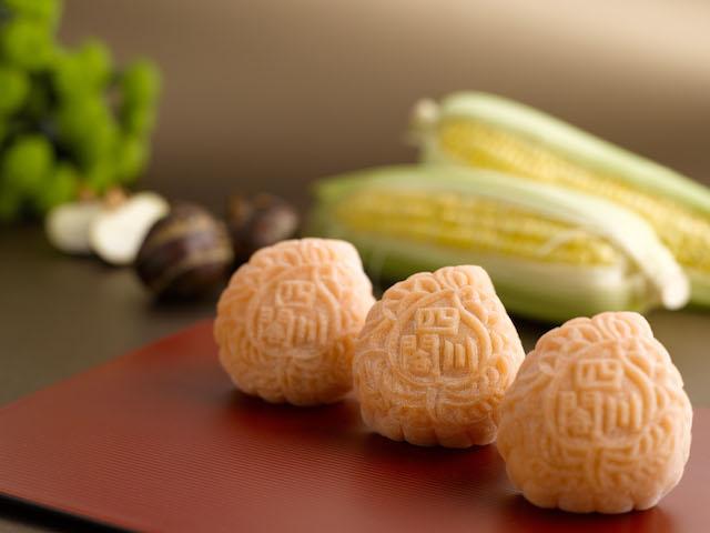 Szechuan-Court_Snowskin-Mooncake_Corn-and-Water-chestnut